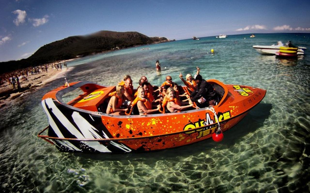 Quakejet boat livery design